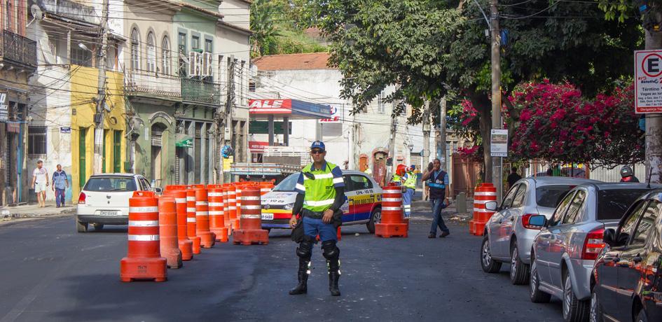 Agentes de Trânsito atuam durante alteração de ponto de ônibus