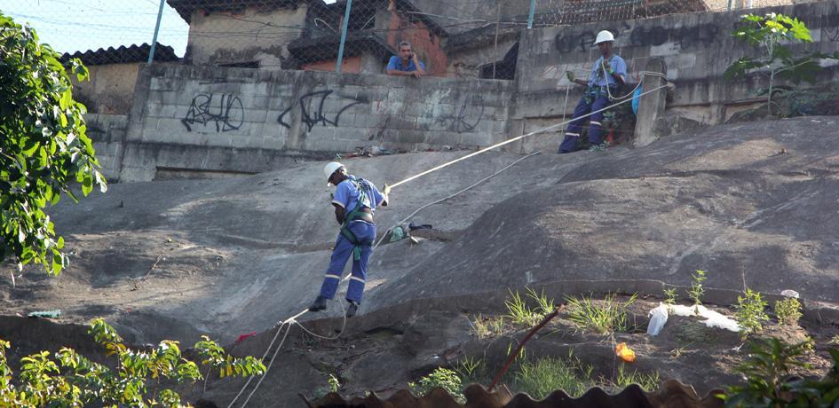 Garis Alpinistas - Coleta de lixo na Pedra Lisa