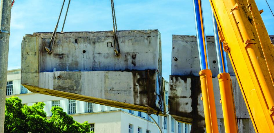 Obras de retirada dos últimos pilares do Elevado da Perimetral - Dezembro de 2014